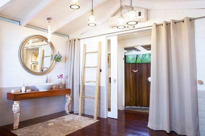 16-Diosa Master bathroom 1