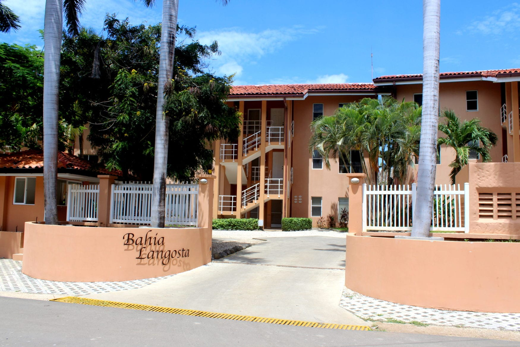 Bahia Langosta front gate IMG_2794