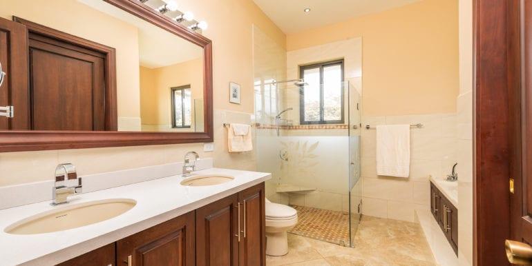 Casa Linda Bathroom 2