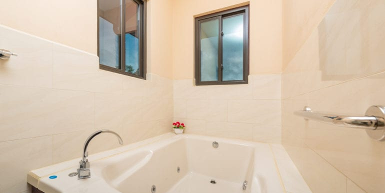 Casa Linda-Bathtub
