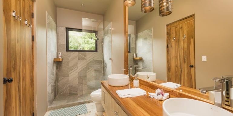 Casa Oceana- Bathroom