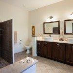 Downstairs en suite bathroom
