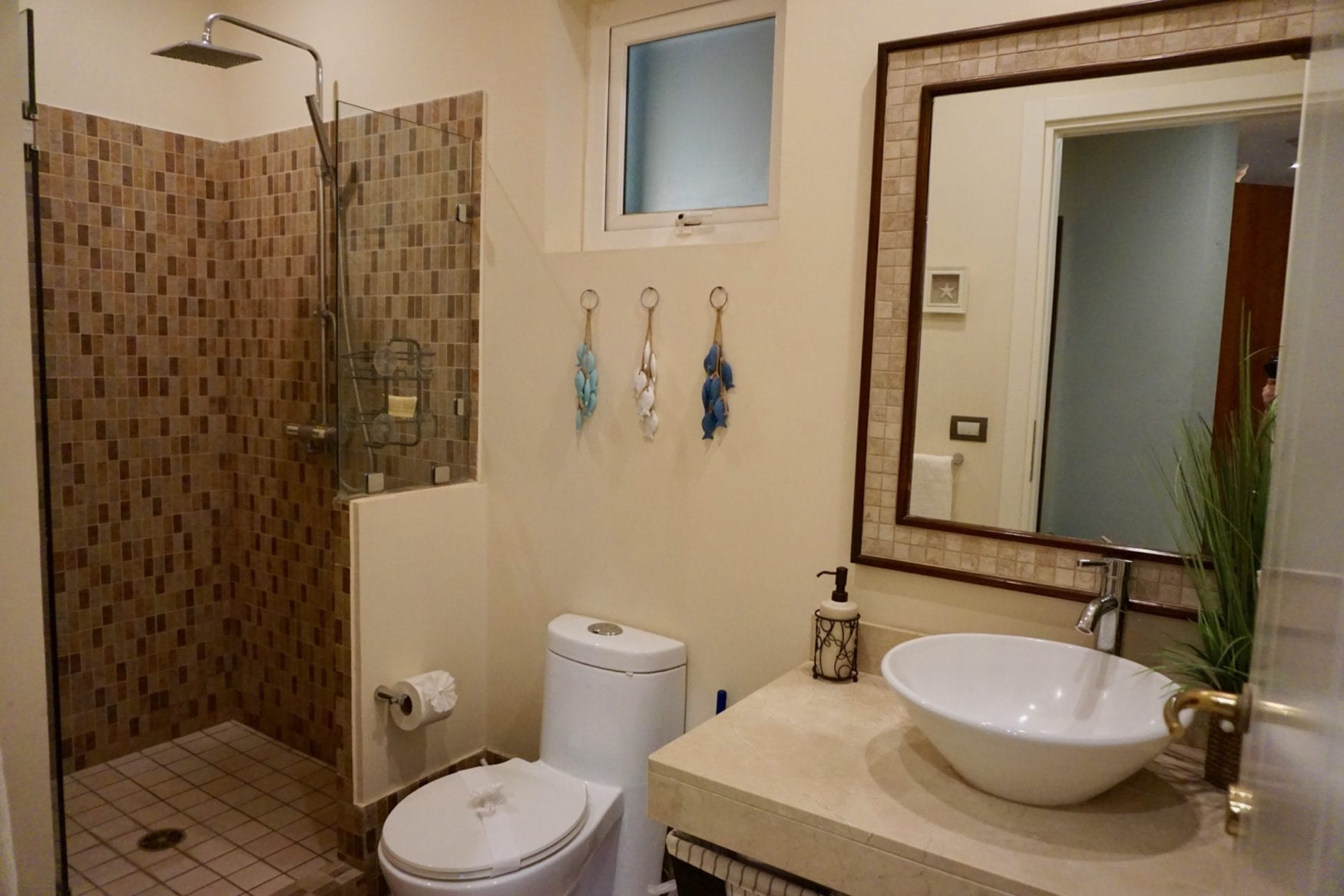 Peninsula 56-Bathroom 2