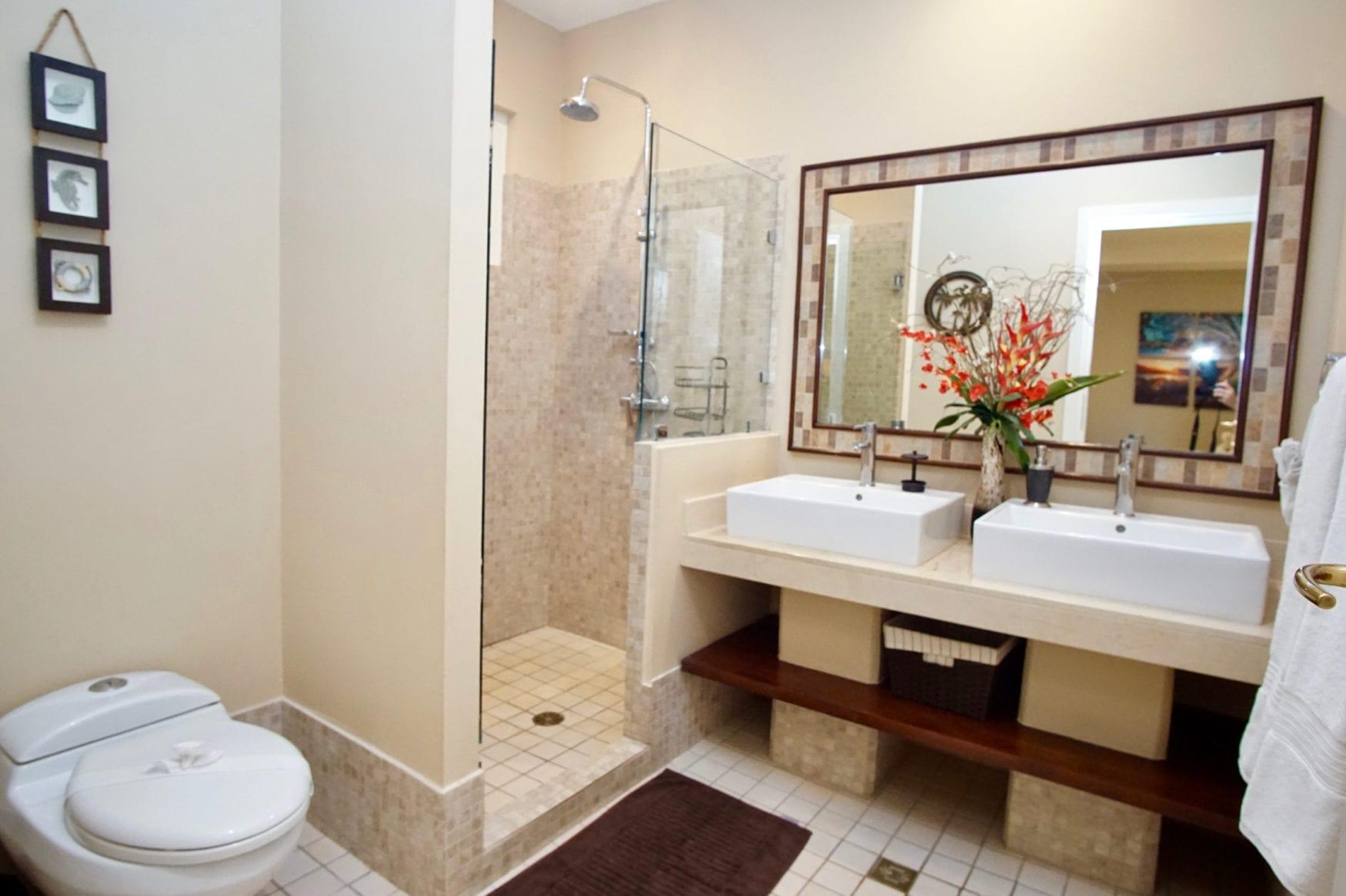 Peninsula 56 Bathroom