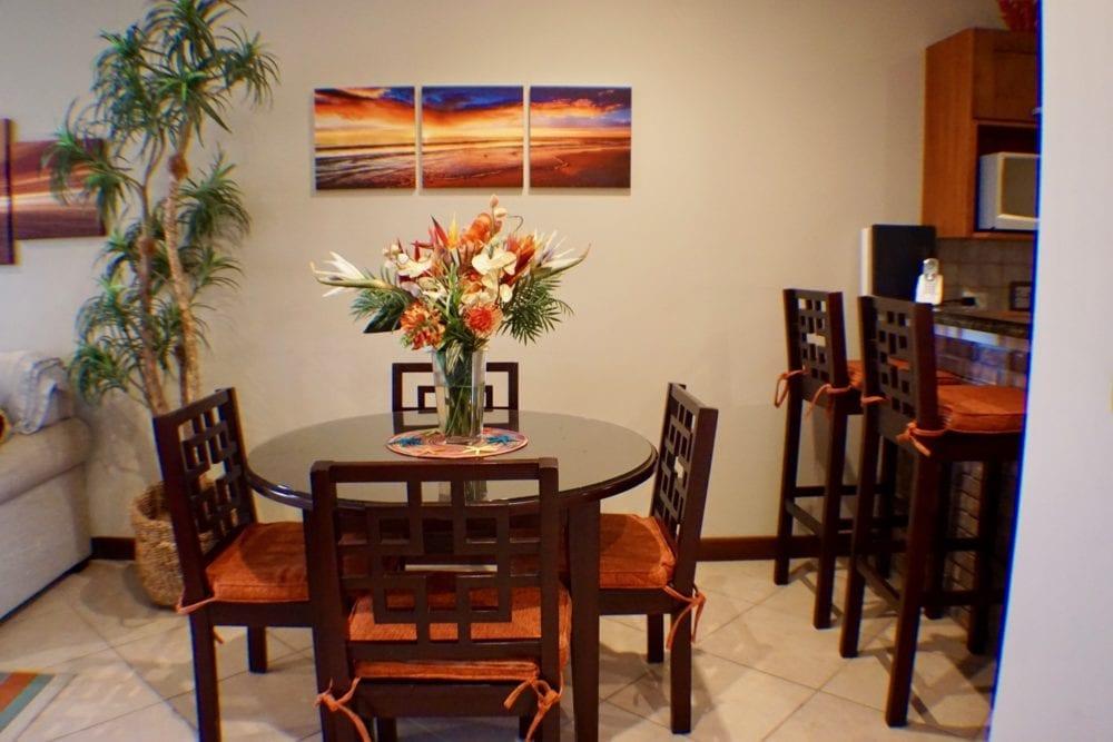 Peninsula 56 dinning table + Bar