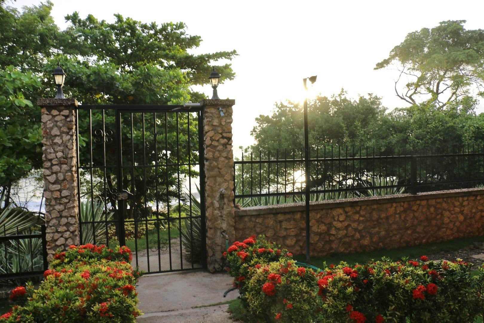 gate to ocean (1)