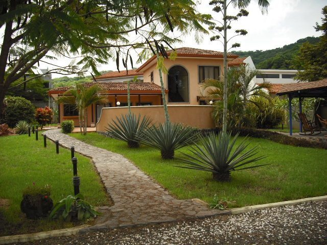 Villa Flamboyan Front