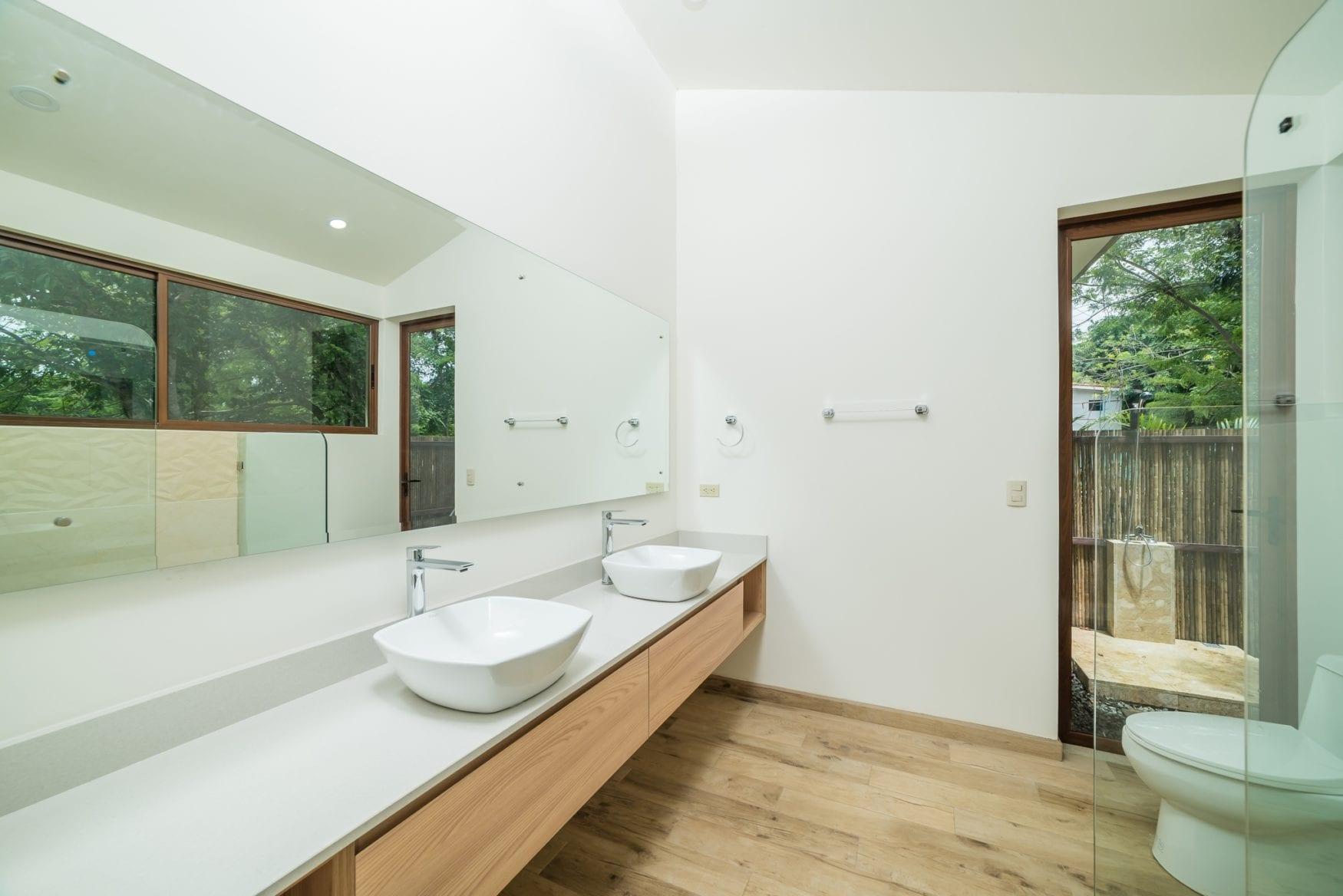 Master bathroom B 2