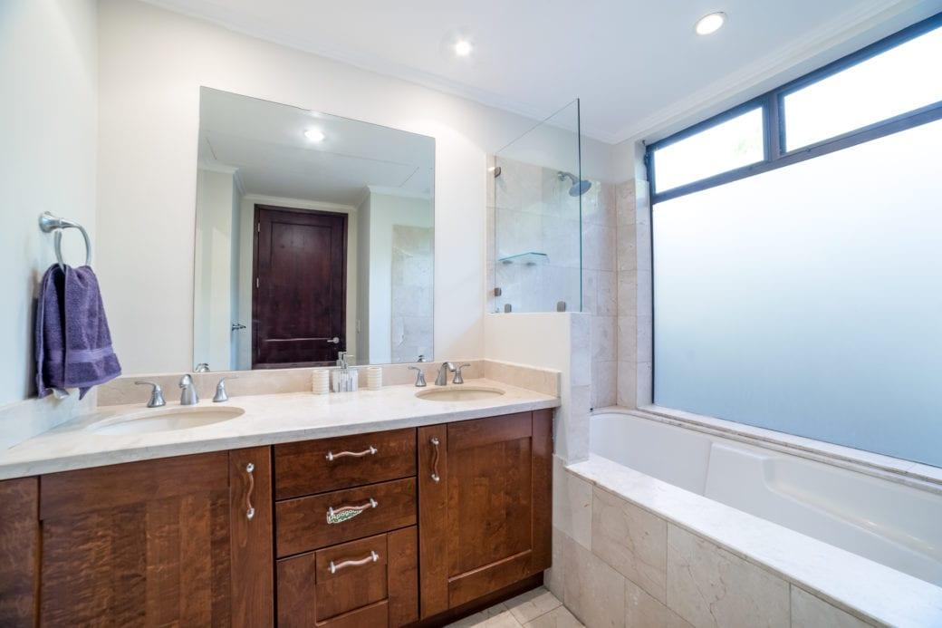 Carao T1-3 – Guest House Bathroom