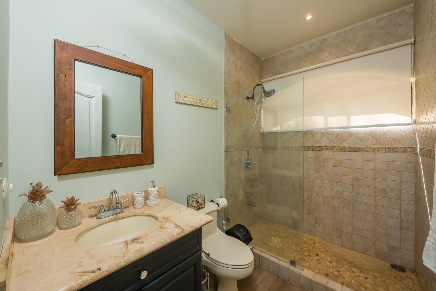 Tamarindo Azul 4 – Bathroom